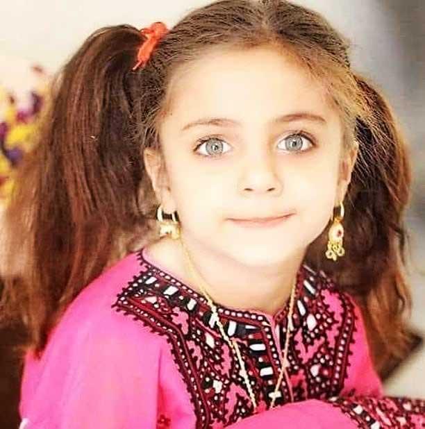 دخترک زیبا