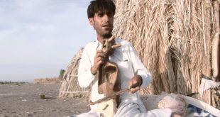 موسیقی محلی جنوب کرمان هنرنمایی خواننده روشندل جازموریانی